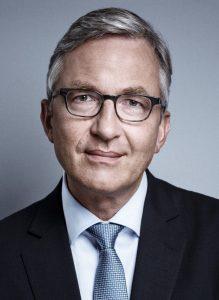 prof-holz-portraitfoto