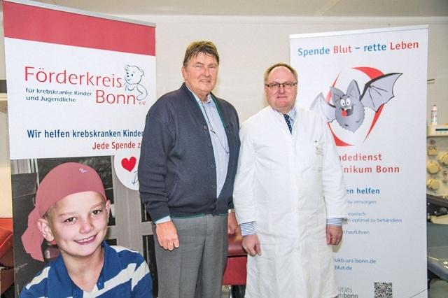 (v. li) Lutz Hennemann, Vorsitzender des Förderkreis für krebskranke Kinder und Jugendliche, und Prof. Oldenburg; © Melvyn Schreiber / UK Bonn