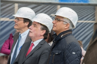 Prof. Wolfgang Holzgreve mit Minister Michael Groschek und Oberbürgermeister Ashok-Alexander Sridharan